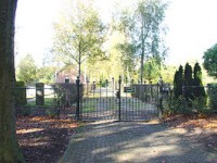 Bp05303-Oosterwolde-cemetery-gate.jpg