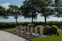 Bp02187-St-Jacobi-Parochie-algemene-begraafplaats-zuideinde-traces-of-war-.jpg