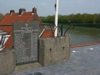 Roosteren_(Echt-Susteren)_oorlogsmonument_bij_brug_Julianankanaal.jpg