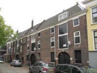 1280px-RM13492_Dordrecht_-_Houttuinen_32_(arsenaal).jpg