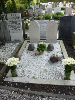 Bp07180De-Rijp-Rk-begraafplaats-graven-verzetsstridjers-traces-of-war-rechtestraat.jpg