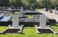 Bp01110-Usquert-algemene-begraafplaats-traces-of-war.jpg