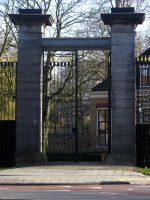 800px-Hek_van_de_Gemeentelijke_Begraafplaats_De_Essenhof,_Dordrecht.jpg