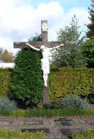 Bp10339-Esbeek-Kruisbeeld-op-kerkhof.jpg