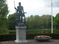 St._Joris_met_de_draak,_Hortensiapark,_Helmond.jpg