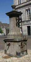 Maastricht_-_rijksmonument_28029_-_Pomp_op_Markt_20100524.jpg