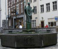 Maastricht_-_Sint-Servaasfontein_Keizer_Karelplein_20100513.jpg