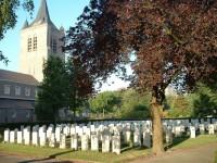 Bp10001c-Eindhoven-Oude-Toren-war-cemetry-common-wealth2.jpg