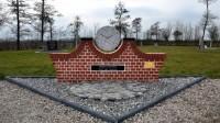 Bp01183-Stedumt-Gemeentelijke-begraaplaats-armenlap-monument1.jpg