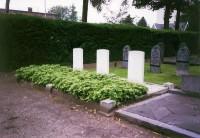 Bp04236-Den-Ham-Algemene-begraafplaats-traces-of-war.jpg