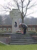 800px-Gedenkteken_Pools_militair_ereveld_Breda.jpg