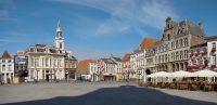 1200px-Bergen_op_Zoom_grote markt.jpg
