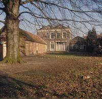 Overzicht_van_de_achtergevel_-_Oosterhout_-_20383785_-_RCE.jpg