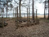 Bp11281-Sint-Odilienberg-natuurbegraafplaats-bankjes-voor-ceremonie.jpg
