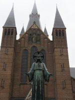 800px-P1010535copySint-Laurentiuskerk_Ginneken.jpg