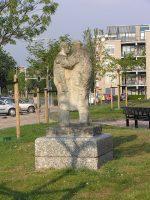 800px-20100628-015_Amersfoort_-_Standbeeld_De_Ontmoeting_op_het_Euterpeplein.jpg