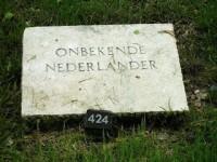 bp05021c-Loenen-ereveld-graf-onbekende-soldaat.jpg