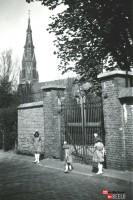 Bp10009a-Eindhoven-RK-St-Petrus-kerkhof2.jpg